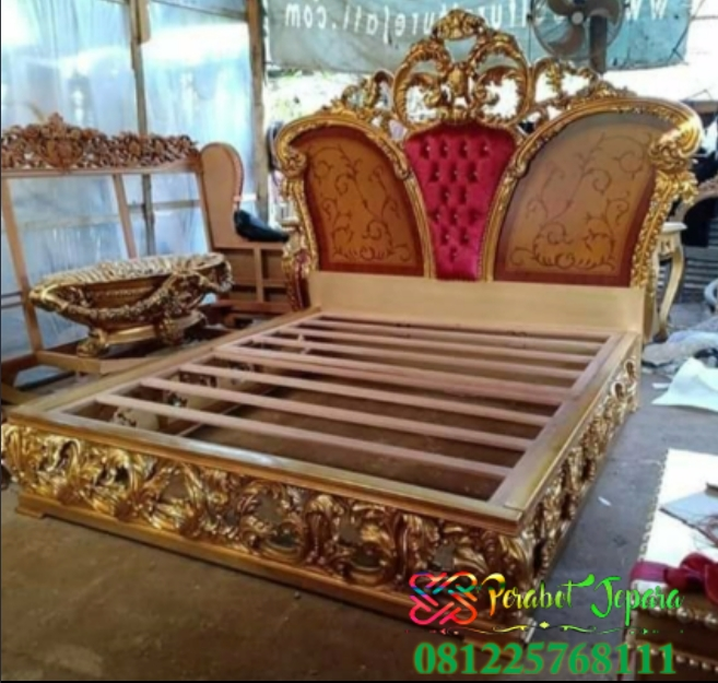 Set Tempat Tidur Mewah Gaya Klasik Eropa